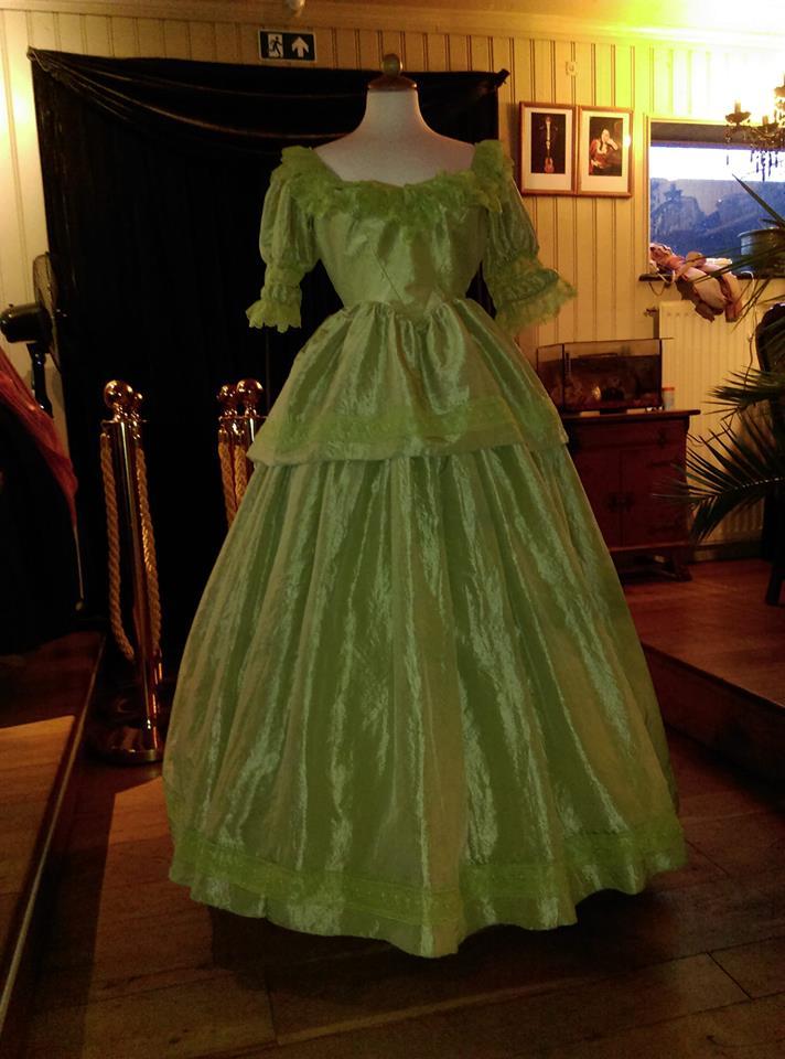 Sissi=jurk bij Jannetje Pietertje Kledingverhuur